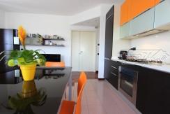 Elegante appartamento con terrazzo coperto